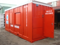 Container door with DIN clips