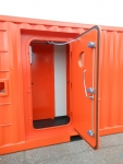 Container door with quickpin